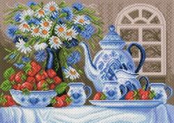 "Рисунок на канве ""Клубничное чаепитие"" 37 см х 49 см  ""Матренин Посад""  - фото 95077"