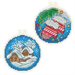 """""""Новогодние шарики"""" 8 х 8 см на пластиковой канве"""